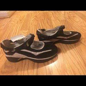 Spira Mary Jane shoes size 5.5 new with tags